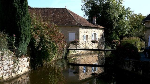 Petit canal en Bourgogne