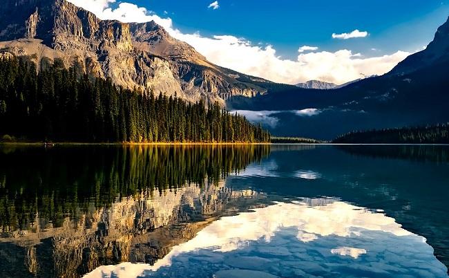 Majestueux lac au Canada