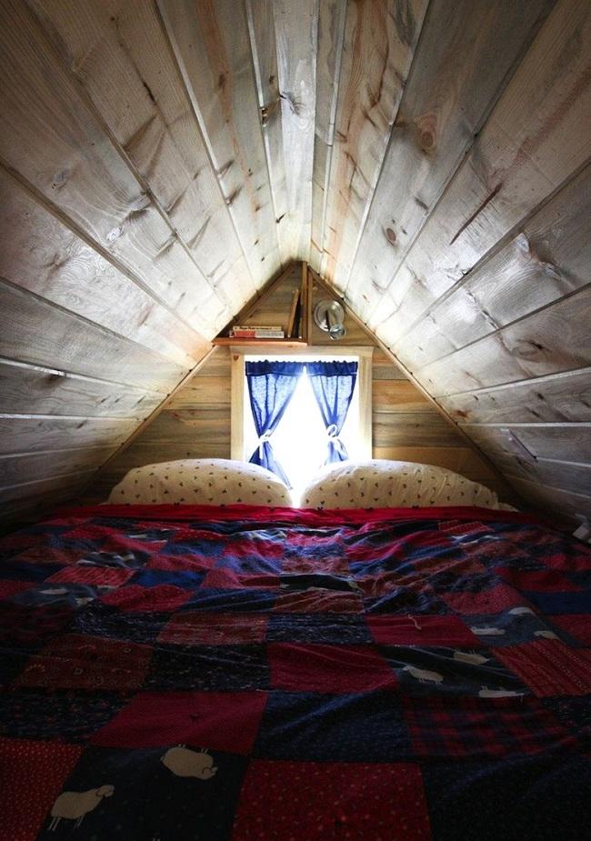 Mini-chambre cosy© Tiny A story about living small