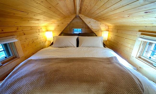 Micro maison avec lit douillet ©chrisandmalissa