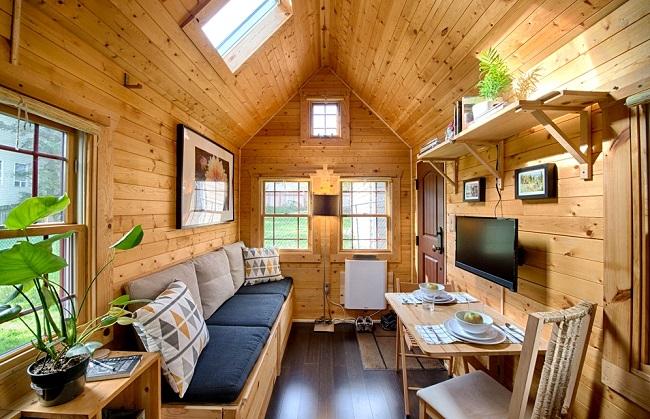 Micro maison avec salon lumineux ©chrisandmalissa