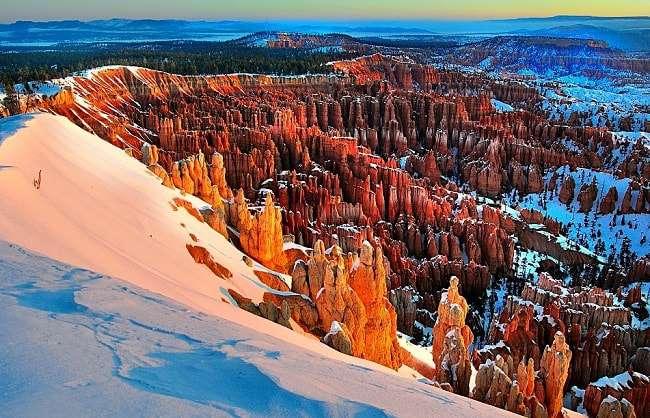 Une vue de Bryce Canyon et de ses Hoodoo en hiver