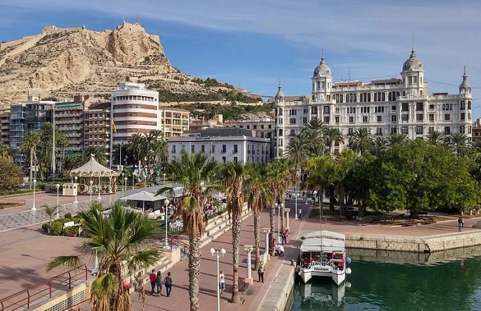Promenade sur le port d'Alicante